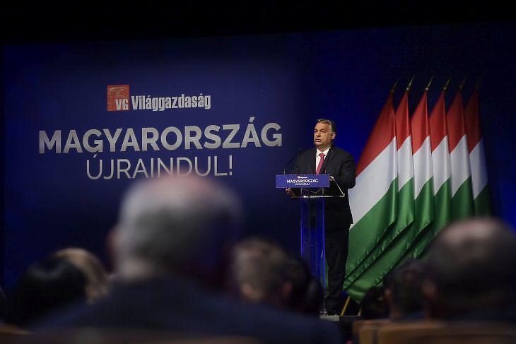 Orbán Viktor miniszterelnök beszédet mond a Magyarország újraindításáról szervezett konferencián 2021. június 9-én. Fotó: MTI/Koszticsák Szilárd