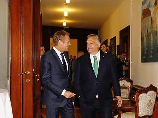 Végtelen tili-toli: továbbra sem dönt a Néppárt Fidesz-ügyben