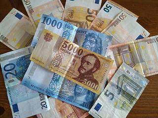 Az infláció miatt gyengülhet tovább a forint