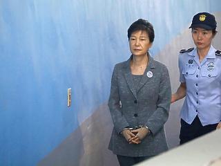 Súlyosbítani akarja Pak Gun Hje 24 éves börtönbüntetését a dél-koreai ügyészség