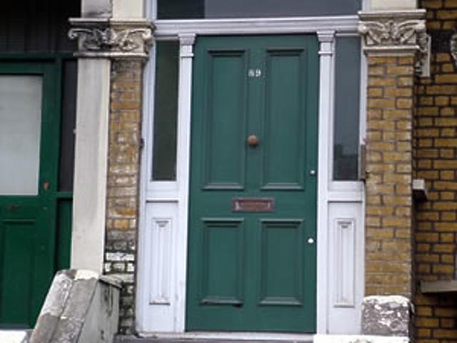 Londoni ház bejárata