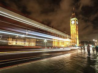 Történelmi mélységbe lökte a karantén a brit gazdaságot