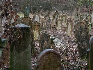 A kormány döntött, csak 2021-től vezetik be a szociális temetést