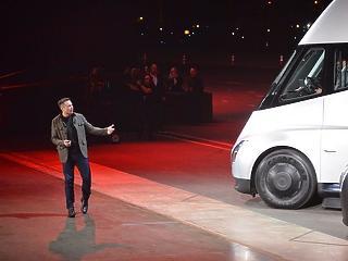 Bemutatta elektromos kamionját a Tesla