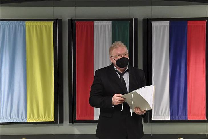 Nagy Péter, az ISD Dunaferr Zrt. vezető jogásza a Dunaferr igazgatósági épületében tartott sajtótájékoztatón 2021. április 19-én. (Fotó: MTI/Máthé Zoltán)