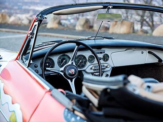 Legendás autók kerültek kalapács alá