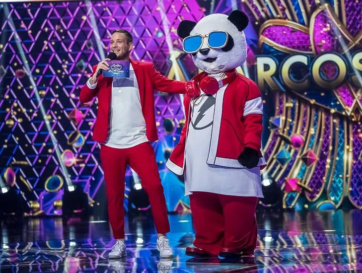 Csepregi Éva volt a panda jelmezben - erősen indult Az álarcos énekes (Fotó: RTL Klub)