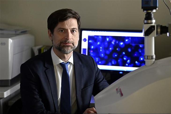 Peták István molekuláris farmakológus, az Oncompass Medicine Zrt. vezérigazgatója az intézet budapesti kutatólaboratóriumában (Forrás: MTI/Kovács Tamás)