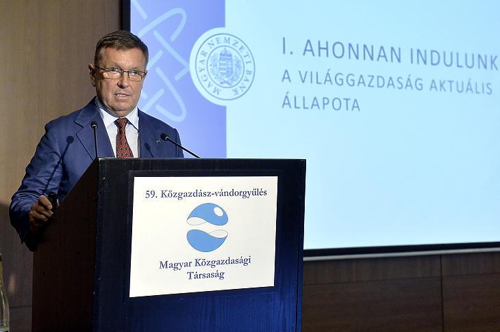 Matolcsy György beszédet mond az 59. Közgazdász-vándorgyűlésen (Fotó: MTI/Soós Lajos)