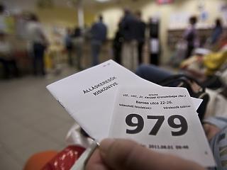 Egy év alatt 38 ezerrel csökkent az álláskeresők száma