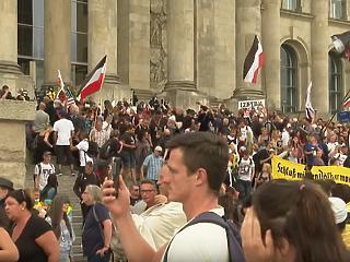 Nagy balhé volt Berlinben, megrohamozták a Reichstagot
