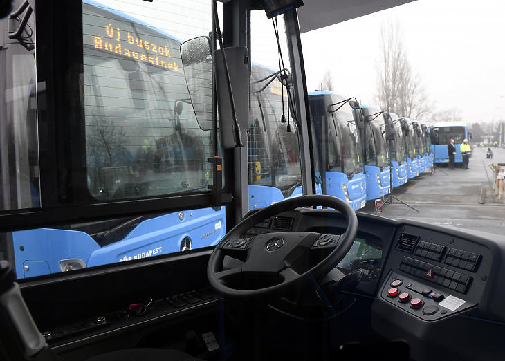 Jönnek az energiatakarékos buszok (fotó: MTI)