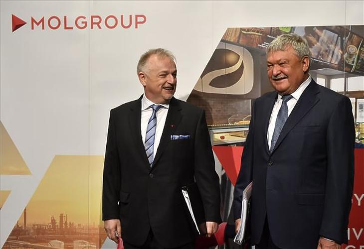 Hernádi Zsolt és Csányi Sándor együtt nevetnek (MTI/Illyés Tibor)