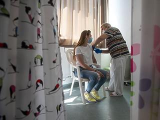 Alig nő az oltottak száma, a kórházban kezelteké viszont kúszik felfelé