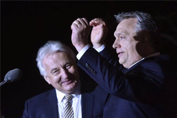 Semjén Zsolt és Orbán Viktor a választási eredmények közzététele után (Fotó: MTI)