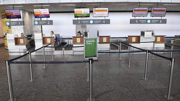 Üresen kongtak a repülőterek (Fotó: MTI / Kovács Tamás)