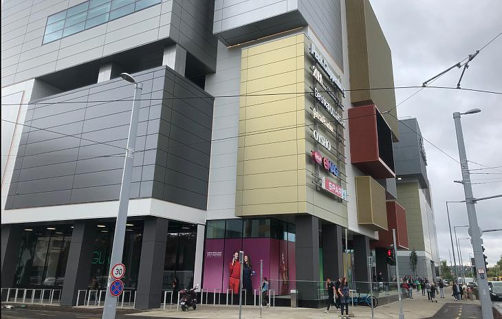 Az Etele Plaza vállaltan dobozos látványa (fotó: Csabai Károly)