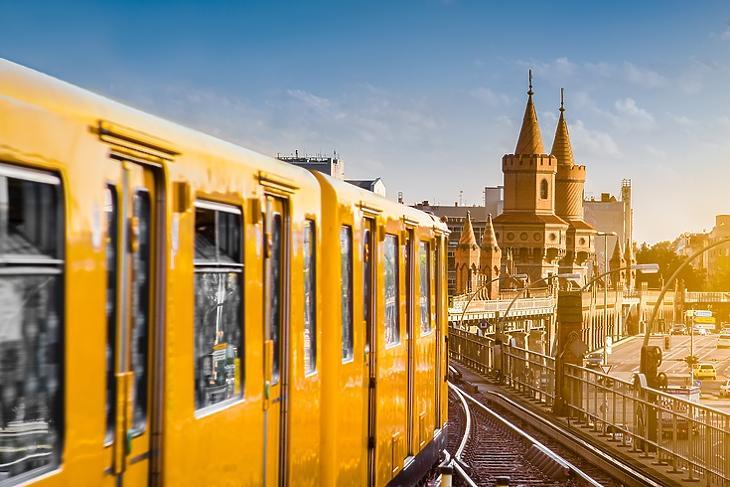 A közösségi közlekedésben is szigorítás jöhet: metróvonal Berlinben. (Forrás: Depositphotos)