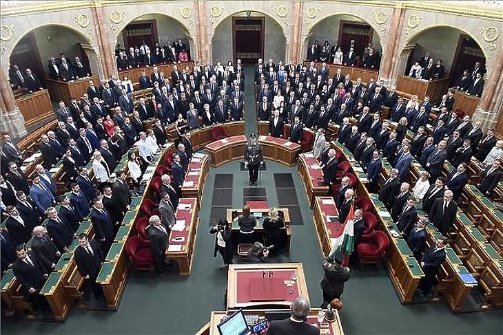A parlamentnek a gombnyomás maradt az egyetlen feladata