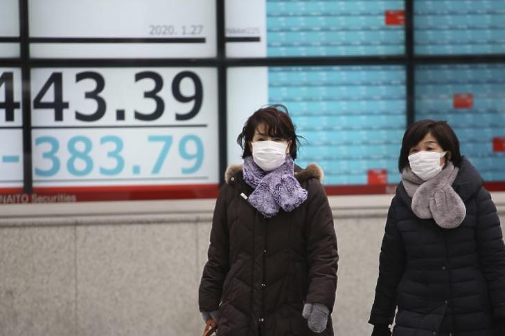 Kínán túl is vannak már betegek (Fotó: MTI/AP/Szaszahara Kodzsi)