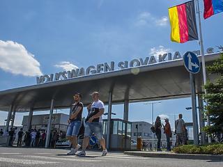 A dolgozók 90 százaléka sztrájkol, leállt a gyártás a pozsonyi Volkswagenben
