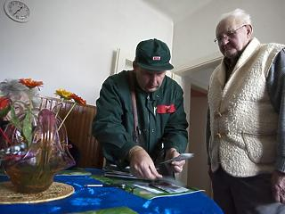 A járvány miatt előbb kézbesíti a posta a nyugdíjakat