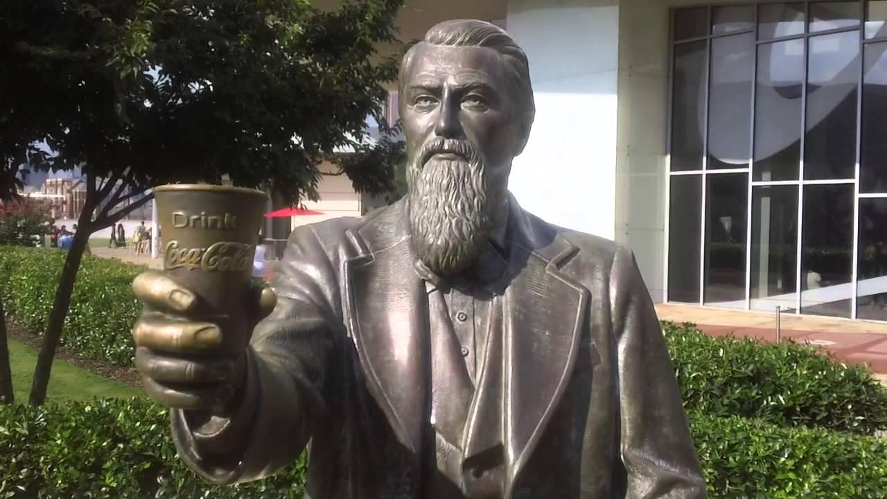John Stith Pemberton szobra az atlantai World of Coca Cola múzeum előtt.
