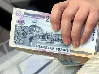 Erős a forint a török líra zuhanása ellenére is