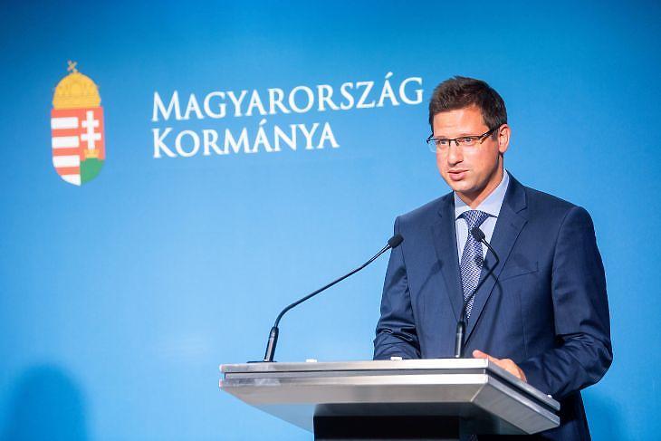 Gulyás Gergely, a Miniszterelnökséget vezető miniszter a Kormányinfó sajtótájékoztatón a Miniszterelnöki Kabinetiroda sajtótermében 2021. június 24-én. MTI/Balogh Zoltán