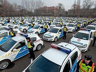 MNB: teszt miatt több rendőr van ma a bankok körül