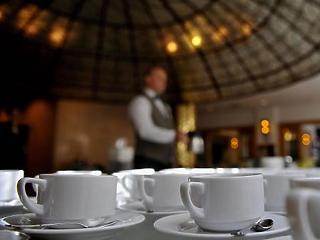 Már pénteken nyithatnak az éttermek belső részei Budapesten
