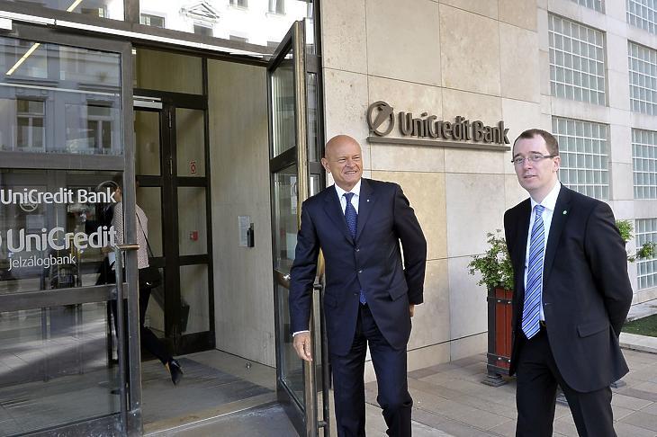 Patai Mihály, a Bankszövetség előző elnöke és Becsei András, az új elnök egy 2018-as rendezvény előtt. MTI Fotó: Kovács Attila