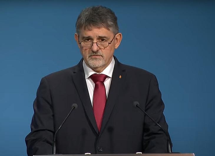 György István államtitkár: Már nem a vakcinák mennyisége szabja meg az oltás menetét. Fotó: koronavirus.gov.hu