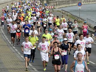 Hétvégén emberek futnak Budapesten, ezért lezárnak pár utat