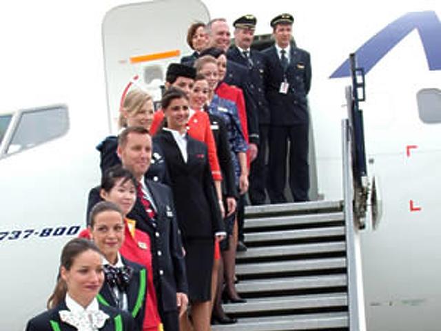 A OneWorld-tagok légikisasszonyai távolról...