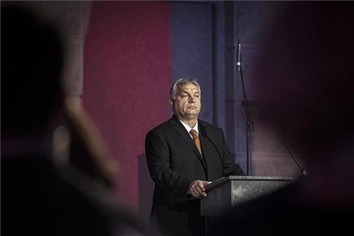 Orbán Viktor miniszterelnök beszédet mond a bársonyos forradalom 30. évfordulójának alkalmából rendezett megemlékezésen Prágában 2019. november 17-én. (MTI/Miniszterelnöki Sajtóiroda/Benko Vivien Cher)