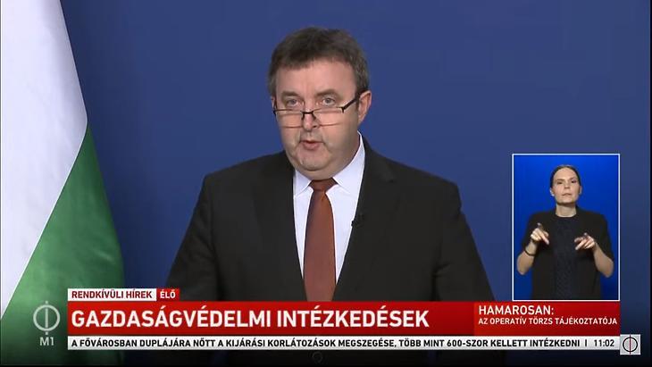 Palkovics László az operatív törzs sajtótájékoztatóján, 2020. április hetedikén. (Forrás: az M1 élő YouTube-streamje)