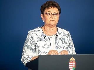Müller Cecília szerint ne hordjunk védőkesztyűt villamoson