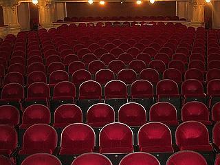 Veszélyhelyzet van a színházakban, nem találják a kiutat