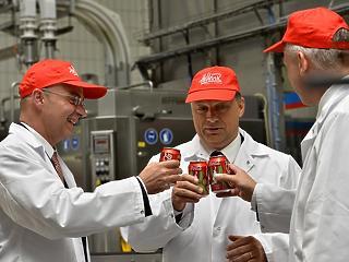Megújította a kormány a Coca-Cola-val kötött stratégiai megállapodást