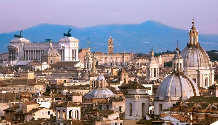 Naponta több mint 70 ezer oltást adtak be eddig az olaszok. (Róma. Forrás: Depositphotos)