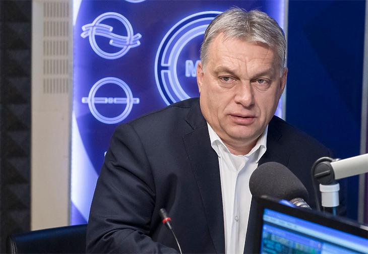 Orbán Viktor a Kossuth Rádió stúdiójában, még egy korábbi alkalommal. (MTI)