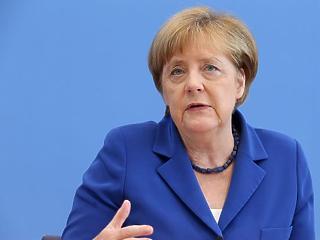 Merkel kíméletlenül lehűtötte a hevülő Brexit-ügyi kedélyeket