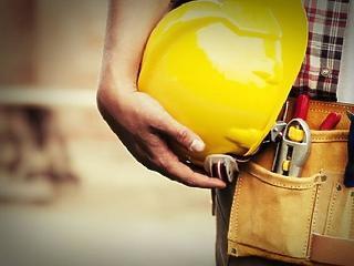 Feketén dolgozik az építőipari munkások 40 százaléka