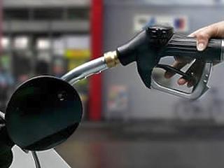 Pénteken tovább drágul a benzin