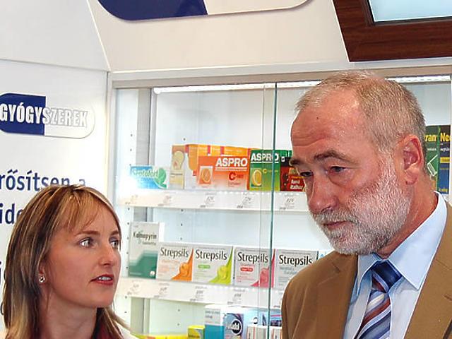 Gyógyszeres szekrény a dm-ben