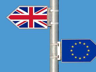 Egy vokson múlt, de éjjel megszavazták a Brexit halasztását