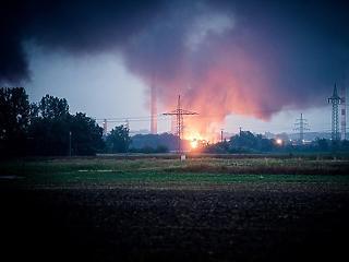 Robbanás történt egy bajor olajfinomítóban, 1800 ember elhagyta otthonát