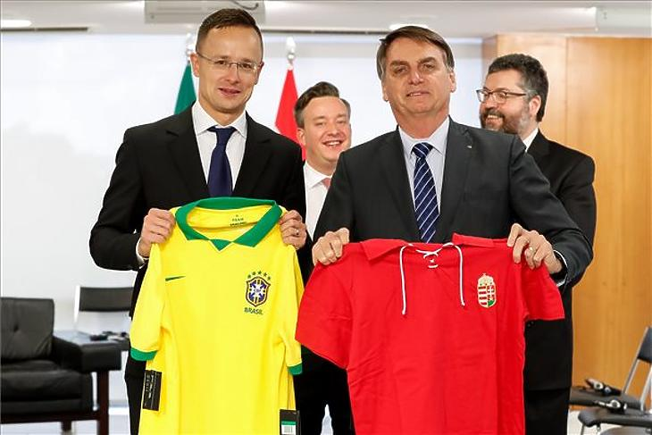 Jair Bolsonaro brazil elnök (j2) és Szijjártó Péter külgazdasági és külügyminiszter (b) találkozója Brazíliavárosban 2019. október 8-án. (MTI/KKM)