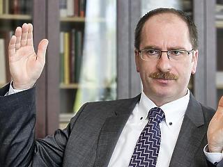 Másfél millió forintot kereshet Patyi András az új bíróság élén